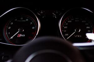 Audi-R8-5.2-V10-Tacho
