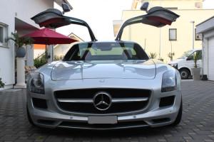 Mercedes-SLS-AMG-Luxury-Motors-ch