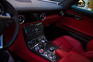 Mercedes-SLS-Cockpit