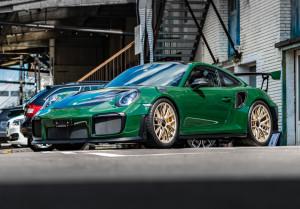 Porsche-GT2-RS-Green-front