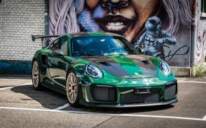 Porsche-GT2-RS-gruen-front