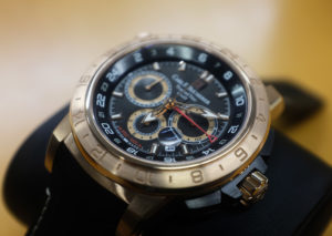 Carl-F-Bucherer-TravelTec-2-GMT-Gold-Zifferblatt