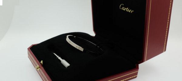 Cartier Love Armband – Das weissgoldene Band der Liebe