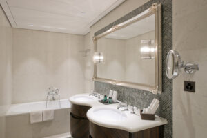Hotel-Villa-Honegg_BathRoom