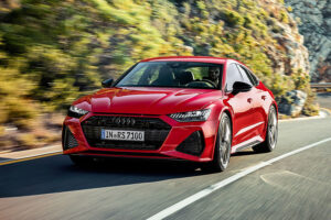 Audi-RS7-2020-Driving