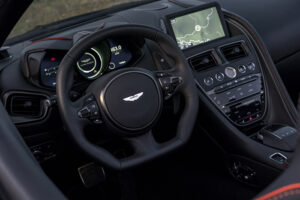 Aston_Martin_DBS_Superleggera_Volante-Cockpit-2