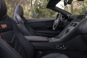 Aston_Martin_DBS_Superleggera_Volante_Cockpit