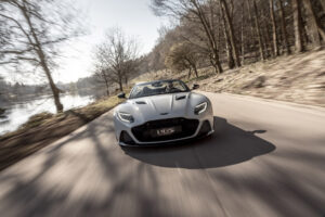 DBS_Superleggera_Volante_white